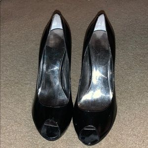 Guess opened toed heels